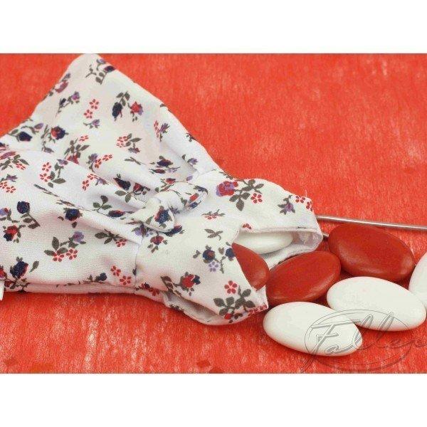 Dragées Baptême - Robe de bapteme fleurie avec dragees - 1